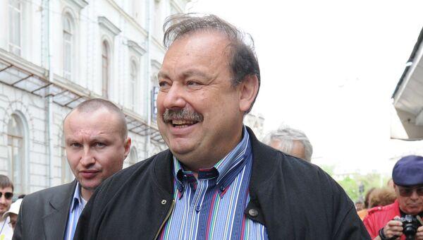 Депутат Государственной Думы РФ Геннадий Гудков участвует в акции Контрольная прогулка.