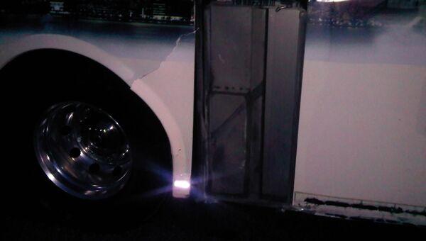 Автобус с журналистами саммита G8 получил повреждения в результате ДТП