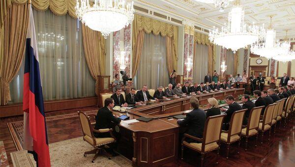 Премьер-министр РФ Д.Медведев провел первое заседание нового кабинета министров РФ