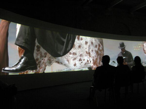 Видеоинсталляция Allegoria Sacra российской арт-группы AEС + Ф