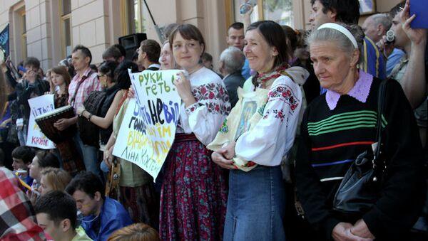 Акция протеста против повышения статуса русского языка у Верховной Рады в Киеве