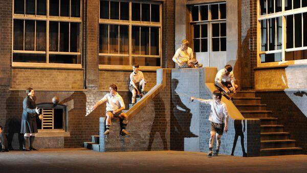 Сцена из спектакля Сон в летнюю ночь Английской национальной оперы