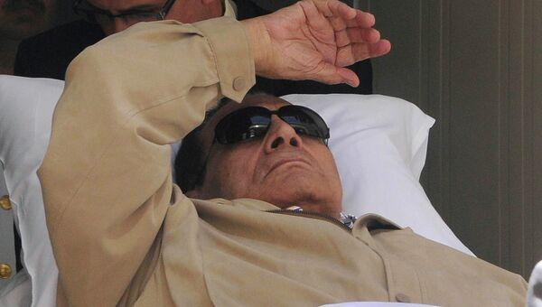 Экс-президент Египта Хосни Мубарак после объявления приговора. Архив