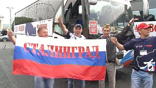 С флагами и кричалками: отъезд российских болельщиков на Евро-2012