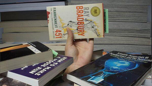Книга Рэя Брэдбери 451 градус по Фаренгейту