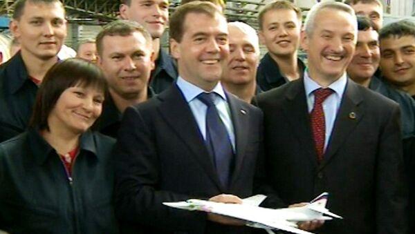 Медведев получил в подарок лучший в мире бомбардировщик