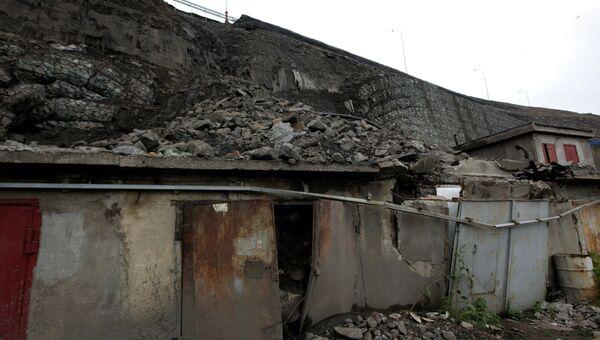 Обрушение подпорной стены трассы во Владивостоке