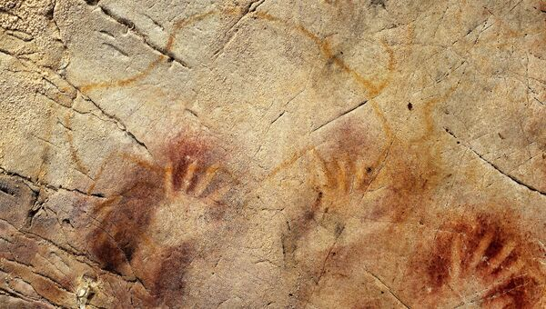 Отпечатки ладоней в пещере Эль-Кастильо, Испания