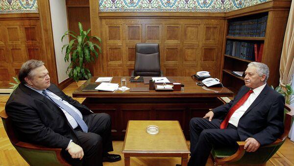 Глава левоцентристской партии ПАСОК Эвангелос Венизелос и лидер Демократических левых сил Фотис Кувелис