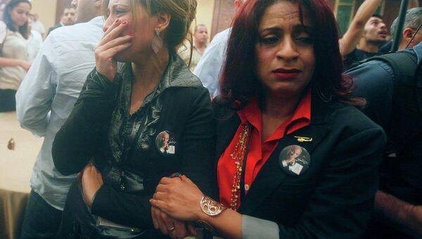 Сторонники Шафика рыдают после оглашения итогов выбора президента Египта