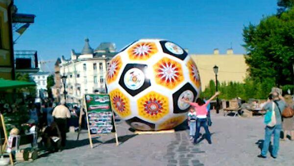 Народное Евро: футбол в бассейне и другие спортивные забавы в Киеве