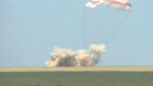 Приземление капсулы Союза ТМА-03М с экипажем МКС в Казахстане