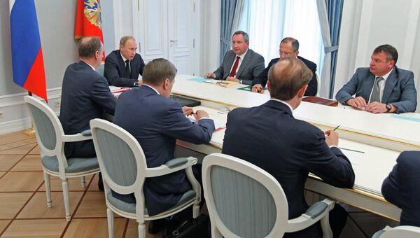 Президент РФ В.Путин проводит совещание в Сочи