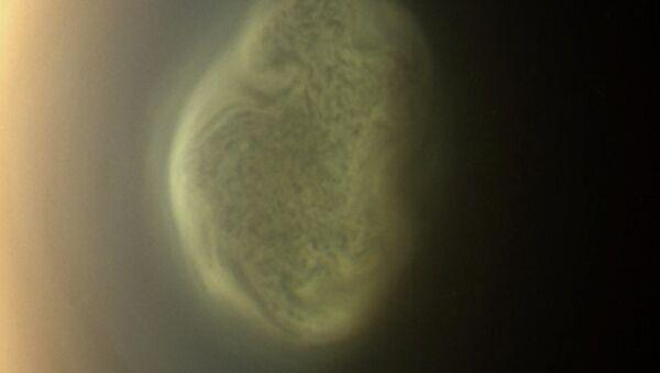 Атмосферный вихрь и одеяло из метанового тумана на южном полюсе Титана говорят о скором наступлении зимы