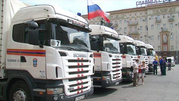 Колонна грузовиков с гуманитарной помощью москвичей отправилась в Крымск