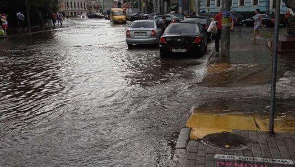 Сильный ливень обрушился на Москву