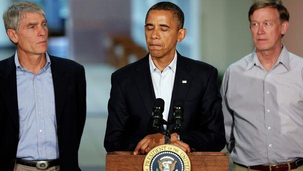 Барак Обама во время встречи с родственниками погибших в Колорадо