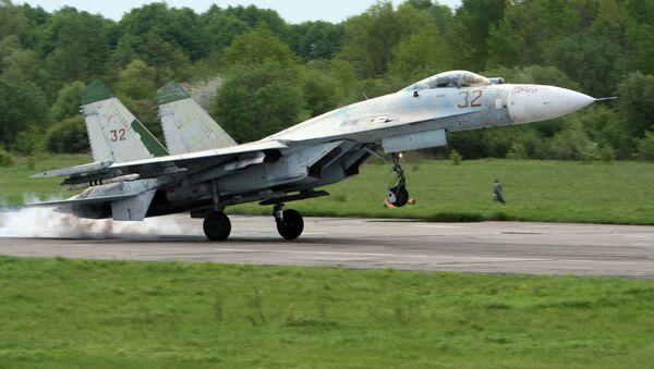 Учебно-тренировочные полеты истребителей СУ-27, архивное фото