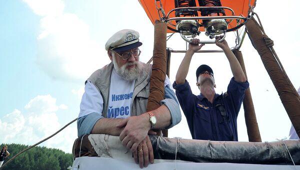 Владимир Чуров полетел на форум Селигер-2012 на воздушном шаре