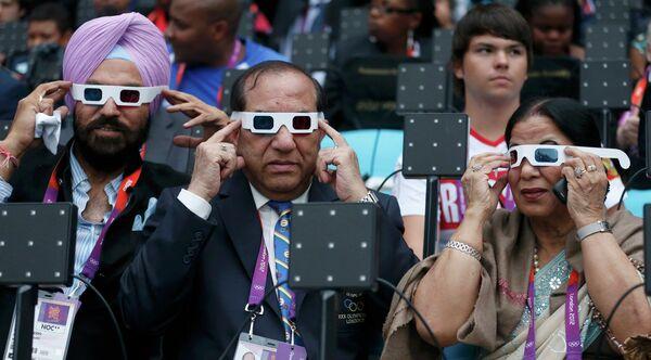 Президент Олимпийской ассоциации Индии Виджай Кумар Малхотра с женой Кришей перед церемонией открытия Олимпиады