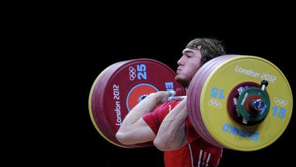 Апти Аухадов на соревнованиях по тяжелой атлетике на Олимпиаде 2012. Архивное фото