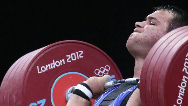 Руслан Албегов в соревнованиях по тяжелой атлетике на ХХХ летних Олимпийских играх в Лондоне.