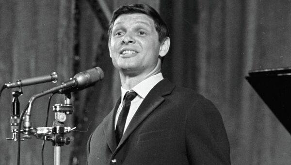 Эстрадный певец Эдуард Хиль. Архивное фото