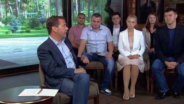 Доверенность на управление автомобилем себя изжила – Медведев