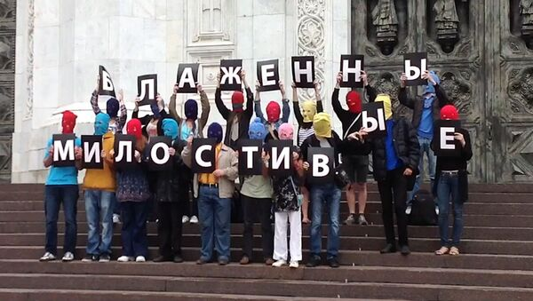 Молодые люди в цветных балаклавах задержаны после акции у ХХС в Москве
