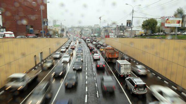 Автомобильное движение в Москве, архивное фото