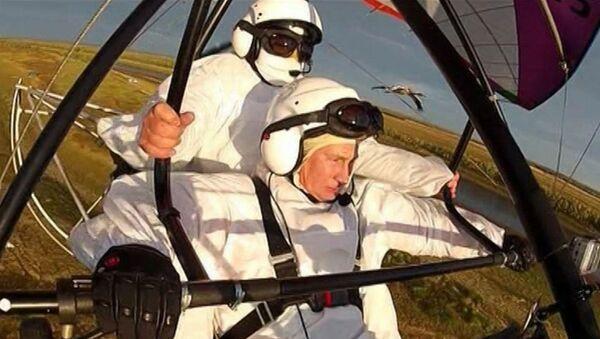 Путин принял участие в эксперименте по спасению журавлей