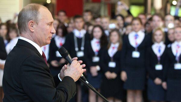 Президент РФ В.Путин на встрече с волонтерами во Владивостоке
