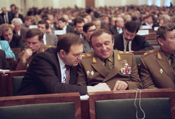 Министр безопасности РФ В.П. Баранников и министр обороны РФ П.С. Грачев