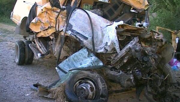 Последствия лобового столкновения Газели с грузовиком на Ставрополье