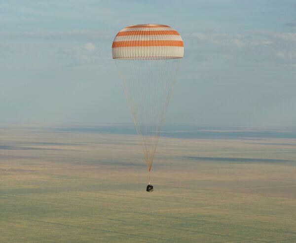 Экипаж корабля Союз ТМА-04М приземлился в Казахстане