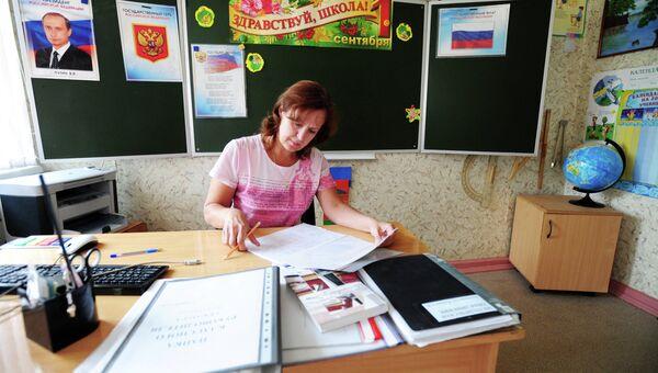 Учительница в одном из классов школы-интерната № 56