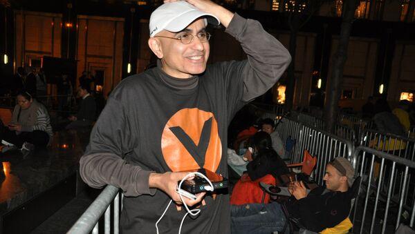 Первый в очереди за новым Iphone в Нью-Йорке Хазим Саид