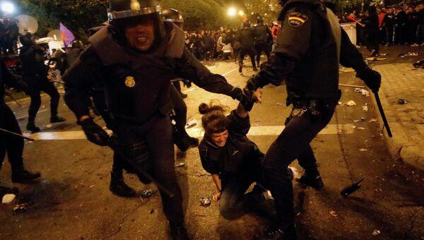 Cтолкновения полиции и демонстрантов в Мадриде