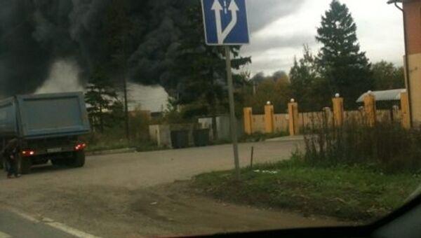 На северо-западе Москвы загорелся лакокрасочный склад