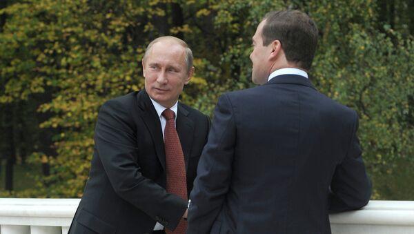 Президент России Владимир Путин и председатель правительства России Дмитрий Медведев. Архив