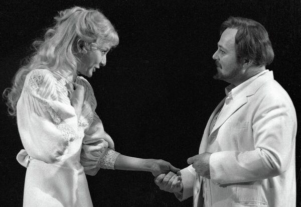 Вертинская и Калягин на сцене МХАТа имени Горького