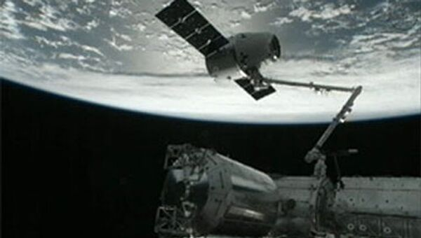 Cтыковка космического корабля Dragon к Международной космической станции