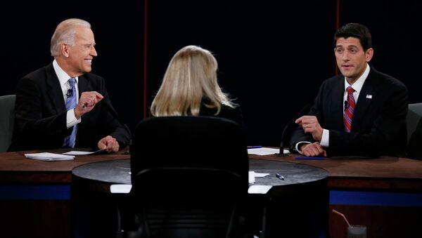 Джозеф Байден во время дебатов с конгрессменом Полом Райаном