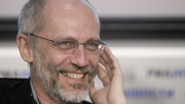 Телеведущий Александр Гордон