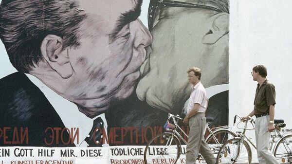 Фрагмент Берлинской стены. Архивное фото