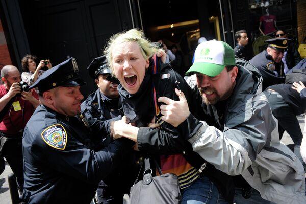Кадр из фильма 99% - захвати Уолл Стрит (99%—The Occupy Wall Street Collaborative Film)