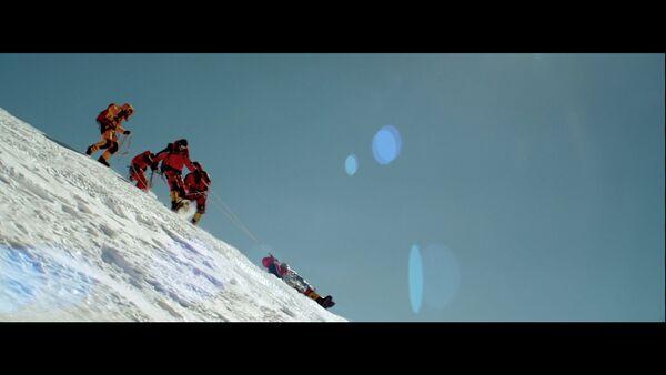 Кадр из фильма Вершина (The Summit)