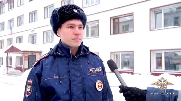 Полицейские спасли людей из горящего общежития