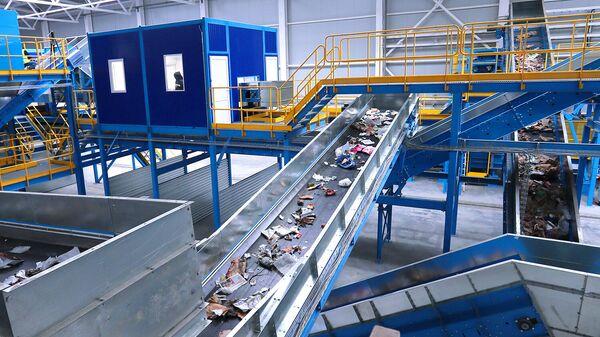 Лента сортировки мусора комплекса по переработке отходов