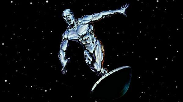 Герой изданий Marvel Comics Серебряный Серфер
